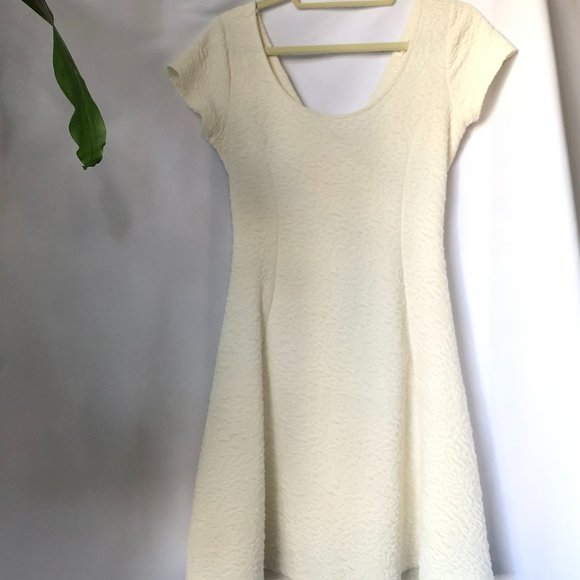 Garage    Dress Open Back Cream (Size L)